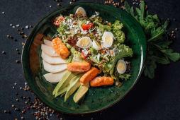 Корисний салат від posEATive з лососем (260г)
