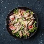 Салат з куркою і помідорами