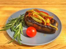 Баклажан фарширований телятиною та овочами (150г)