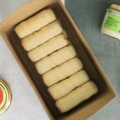 Tequeños de queso de cabra con cebolla caramelizada (12 uds.)