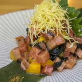 Tartar de toro con mango y kimuchi