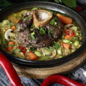Оссобуко з яловичої голені, запеченої з овочами (400г)