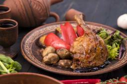 Качина ніжка під ягідним соусом (350г)