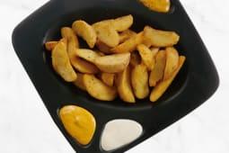 Patatas bravas con salsa brava e salsa alioli