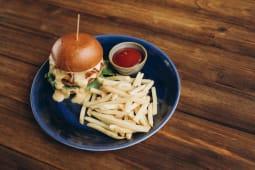 Бургер з котлетою (350г)