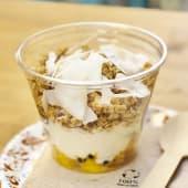 Yogur vegano con mango&maracuyá y muesli
