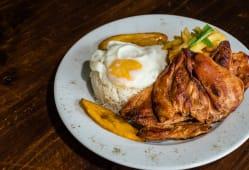 Bistec a lo pobre de pollo o cecina