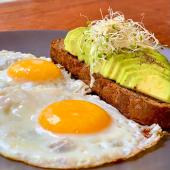 Tostada de Palta con Huevo