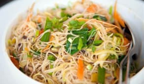 29C. Fideos chino al wok con pollo