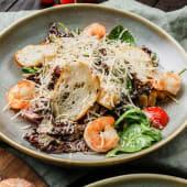 Salată Cezar de crevete tigru