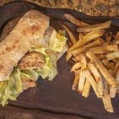 Sándwich de pollo a la tailandesa  + papas fritas