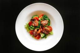 Salată сu broccoli şi roşii uscate