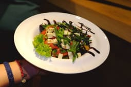 Салат з імеретинським сиром (250г)