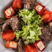 Salată-mix cu ficat de pui și ardei copt