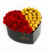 Corazón floral 9 rosas rojas y 9 bombones de chocolate