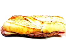 Prego em Pão com Queijo e Fiambre