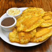 Patacones con frijoles y queso (5 ud.)