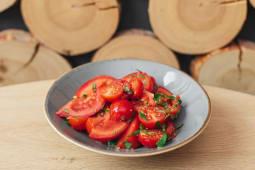Салат із червоних томатів (350г)
