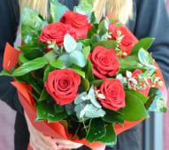 Buchet cu 7 trandafiri rosii
