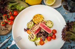 Pacific tuna steak with grilled vegetables