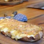Coca de queso brie