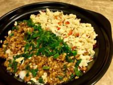 Cazuela de arroz con carne picada y huevo revuelto