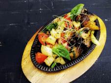 Картопля запечена з овочами (300г)