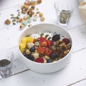 Yogurt natural con frutas y granola