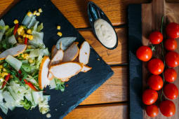 Pileća Bagel-bejgl salata