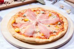 Pizza Quattro Formaggi con crudo medie