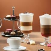 Latte z białą i mleczną czekoladą i bitą śmietaną  200ml