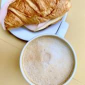 Croissant Misto (Fiambre de Peru)