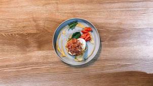 Рьошті з прошуто та яйцем пашот і соусом від шефа (300г)