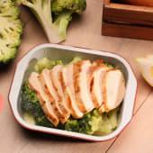 Piept de pui grill cu broccoli și sos lemon butter