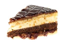 Tort Caramel cu ciocolata, visine, nuca si vanilie