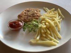 Картопля фрі з курячим шніцелем (220г)