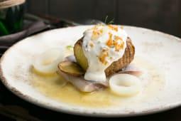 Філе оселедця з запеченою картоплею та кавяром оселедця (180г)