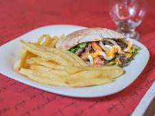Shawarma con papas fritas