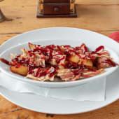 Domaći hrskavi krumpirići s prženim komadićima pancete i BBQ umakom