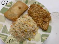 C7 - Arroz Chao Chao com Galinha Frita com Amêndoas + 1 Crepe Chinês