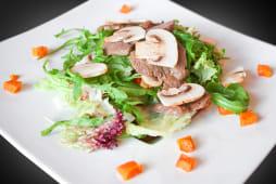 Теплий салат з філе міньйон (260г)