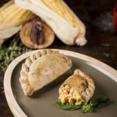 Empanada de maíz dulce y queso vegano
