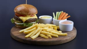 Бургер з яловичиною класичний (590г)