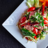 Nam Tok - Premium Salad with Beef (ljuto)