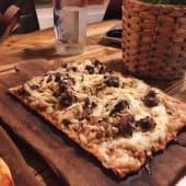 Pizzeta de butifarra