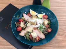 Салат із куркою на грилі (250г)