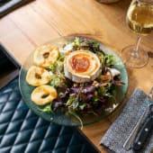 Ensalada de queso de cabra (vegetariano)