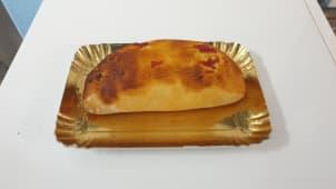 Calzone pomodoro prosciutto e mozzarella a forno