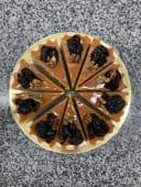 Торт Медовик з чорносливом та горіхами