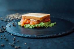 Корисний Сендвіч з лососем (180г)